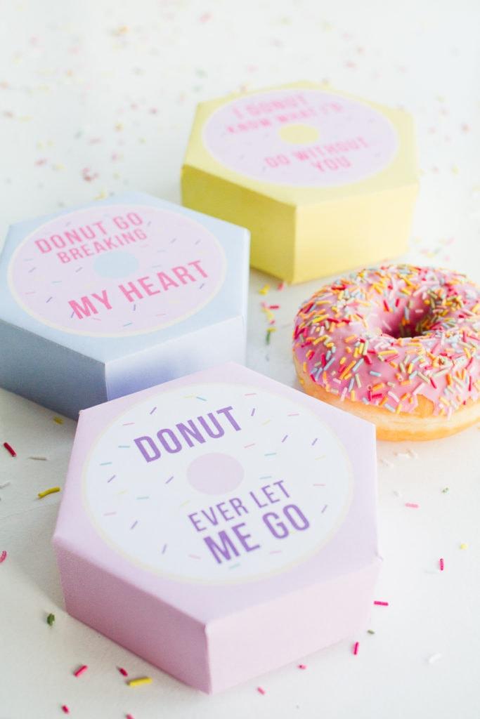 DIY-donut-boxes-valentines-day-puns-doughnuts-case-cute-fun-tutorial-free-printable-9