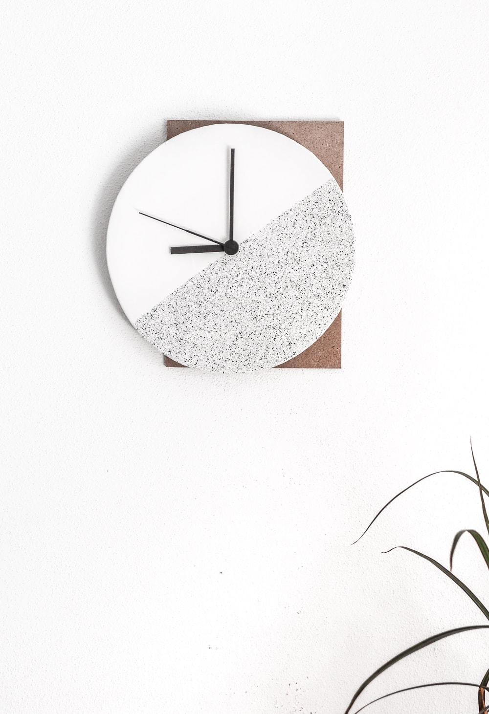 10 Beautiful DIY Clocks